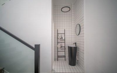 Få et eksklusivt badeværelse med en fritstående håndvask